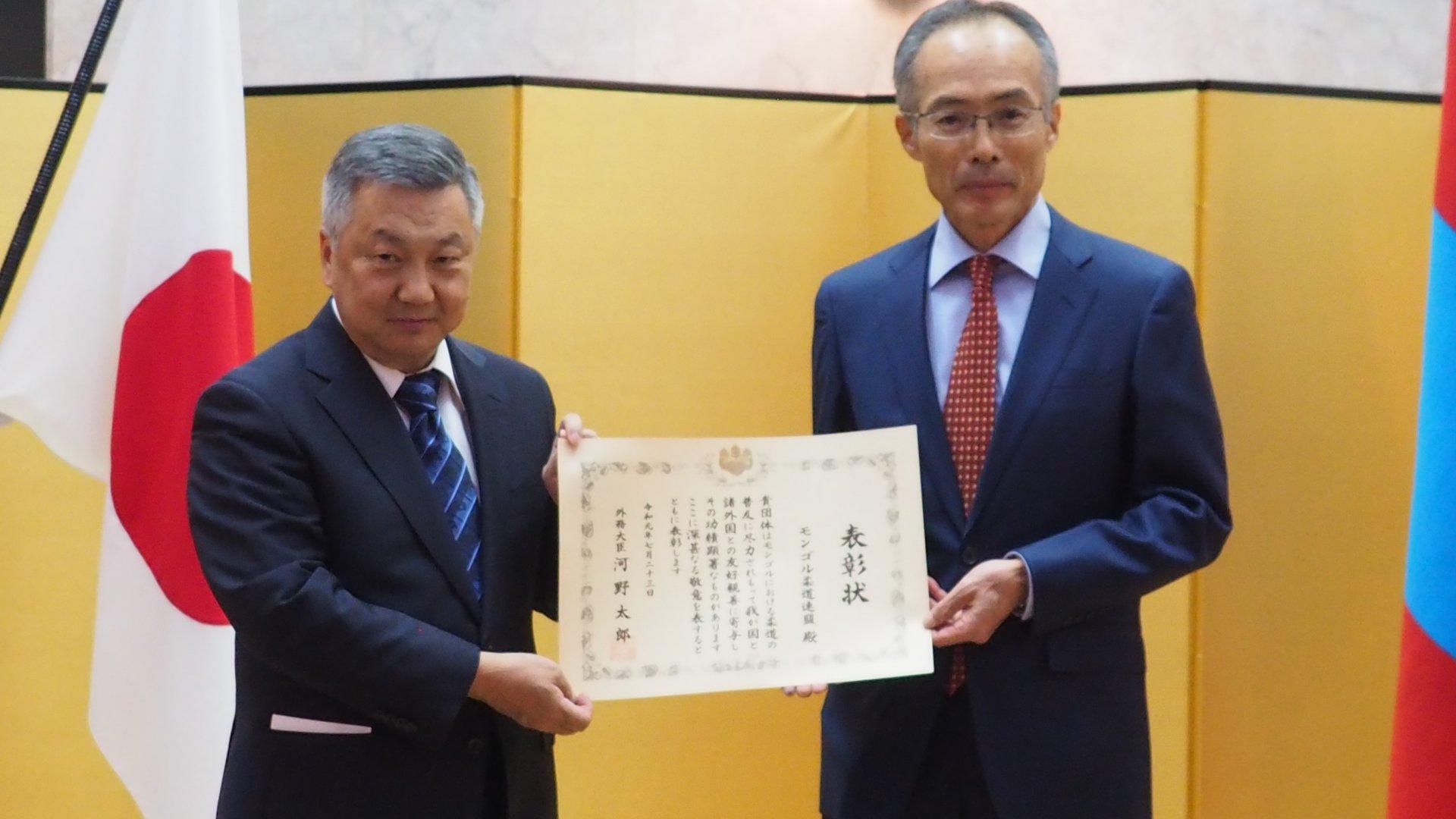 Монголын жүдо бөхийн холбоонд Япон улсын Гадаад хэргийн сайдын хүндэт өргөмжлөлийг гардууллаа