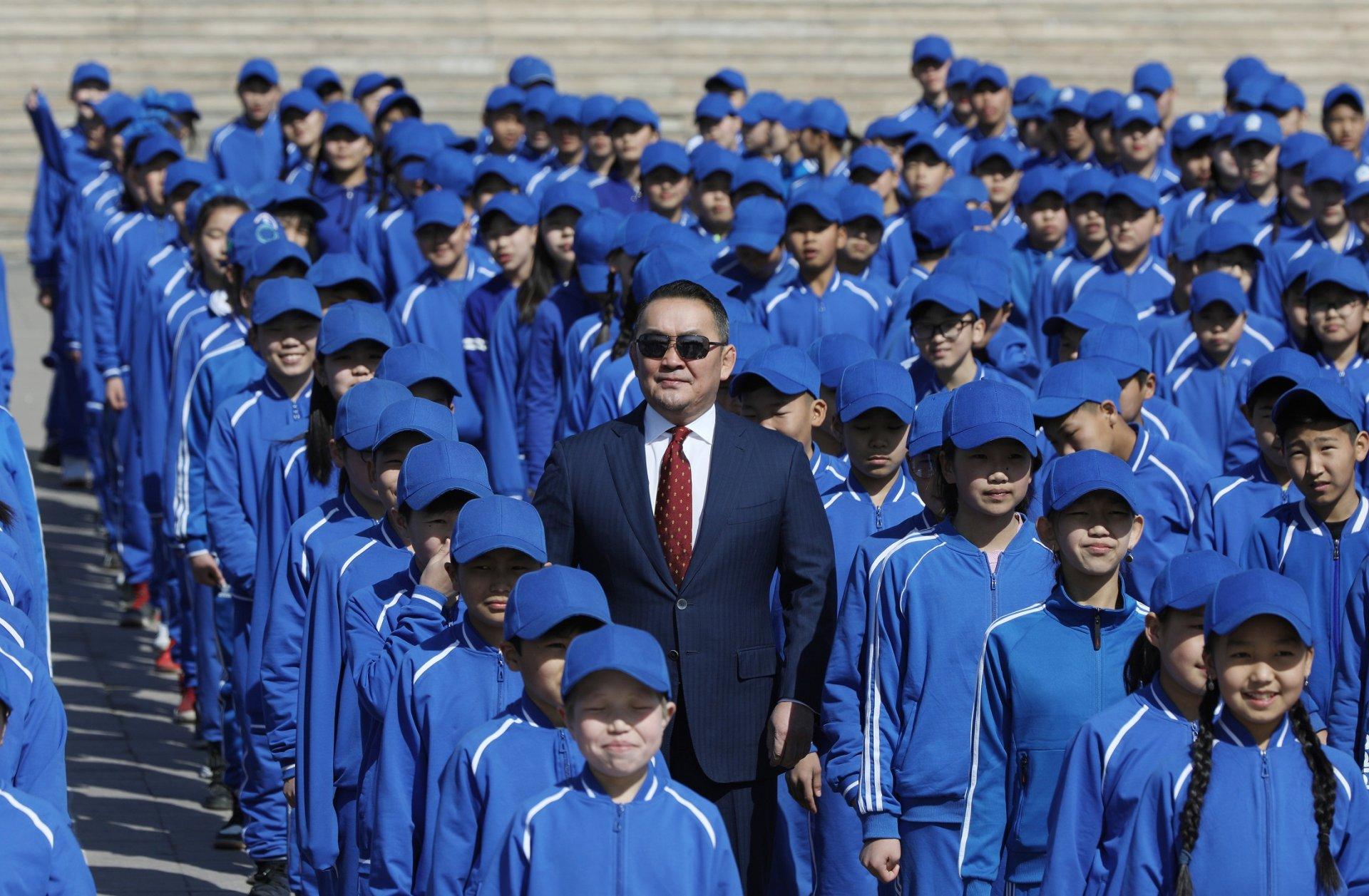 """Монгол Улсын Ерөнхийлөгч Х.Баттулга 2222 сурагчийн хамт """"Тусгаар тогтнол"""" шүлэг уншлаа"""