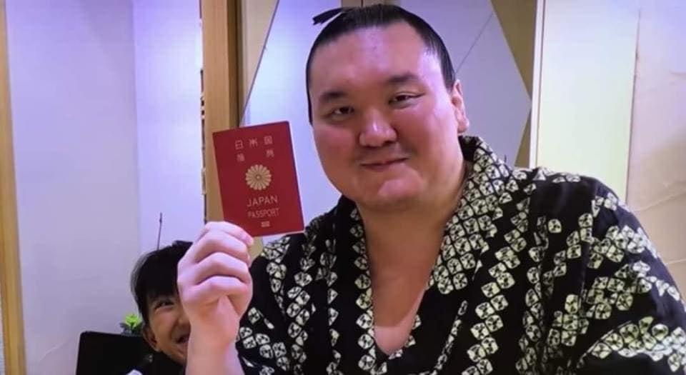 Хакухо М.ДаваажаргалЯпон улсын иргэний паспортоо авчээ