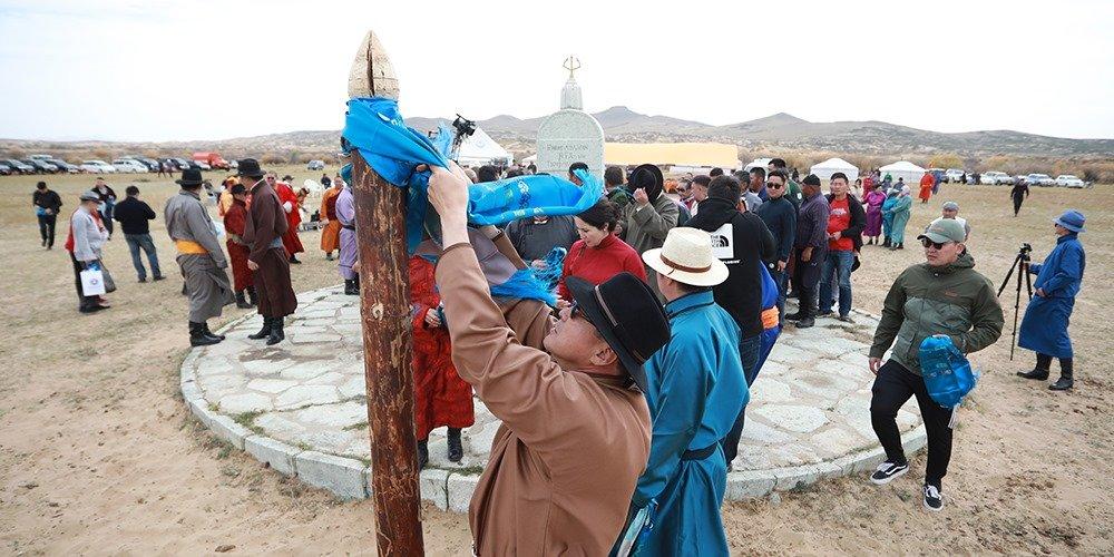 НИЙСЛЭЛ-380: Нийслэлийн анхны шав тавьсан газарт хүндэтгэл үзүүллээ